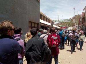 Køen til passkontoret i Bolivia