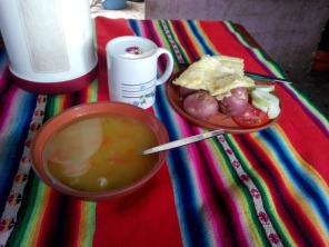 Lunsj på Amantani