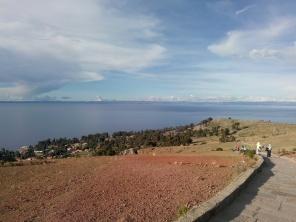 Stien til toppen av Amantani