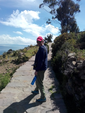 Thomas på stien på Taquile