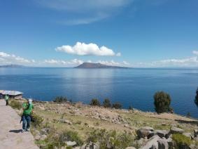 Utsikt fra Taquile mot Amantani