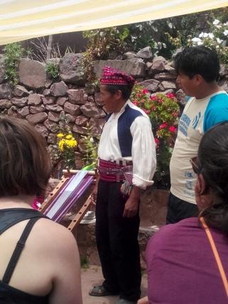 Eldre mann i tradisjonelle klær fra Taquile