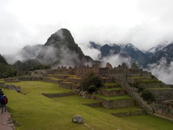 Åpen plass med Wayna Picchu i bakgrunnen
