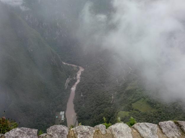 Stupbratt ned mot dalen