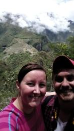 Oss med Machu Picchu i bakgrunnen