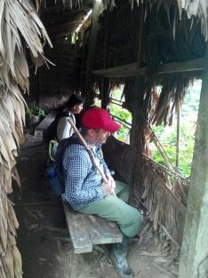 Thomas og Leao inni hytta