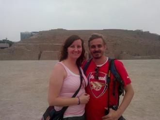 Oss foran pyramiden