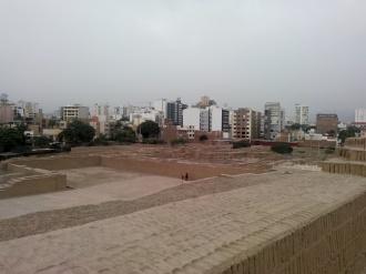 Oversiktsbilde Huaca Pucllana