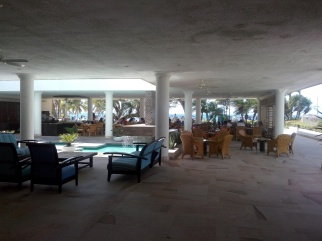 Lobby/restaurant på Tamaca Beach Resort