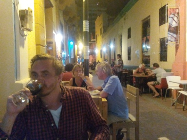 På uterestauranten i Santa Marta