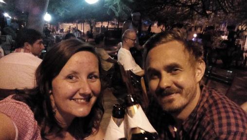 En liten øl før vi returnerte til resorten etter en kveld i Santa Marta