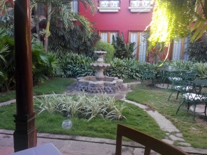 Fontene i hagen til hotellet