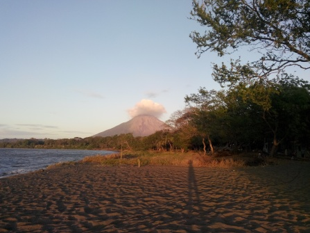 Vulkanen Concepción badet i sol
