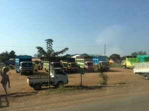 Lastebiler langs veien