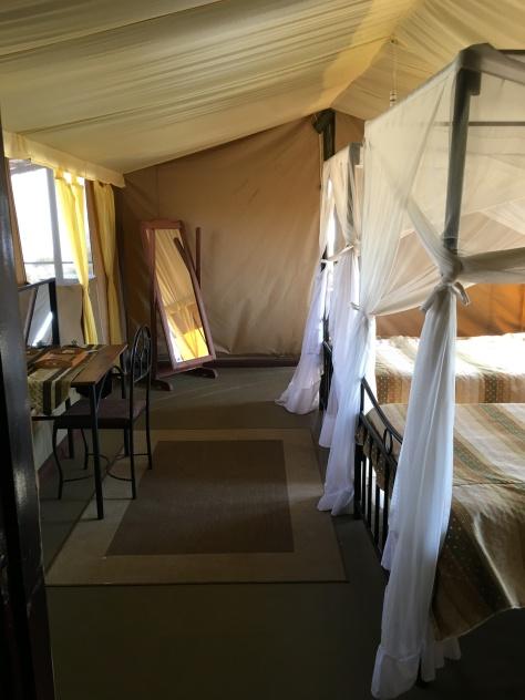 Utsyn mot teltutgangen